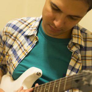 سینا-موسوی-آموزش-تخصصی-گیتار-و-گیتار-الکتریک