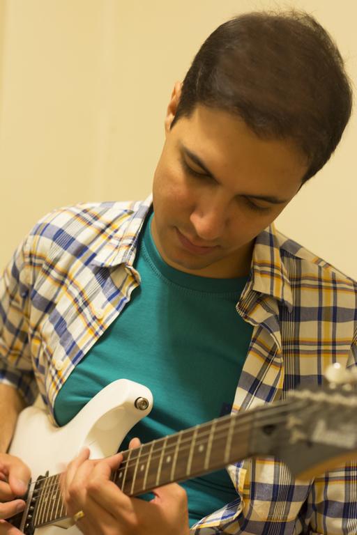 سینا-موسوی-آموزش-گیتار-گیتار-التریک
